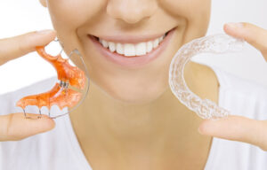 Comparing a retainer to an Invisalign aligner
